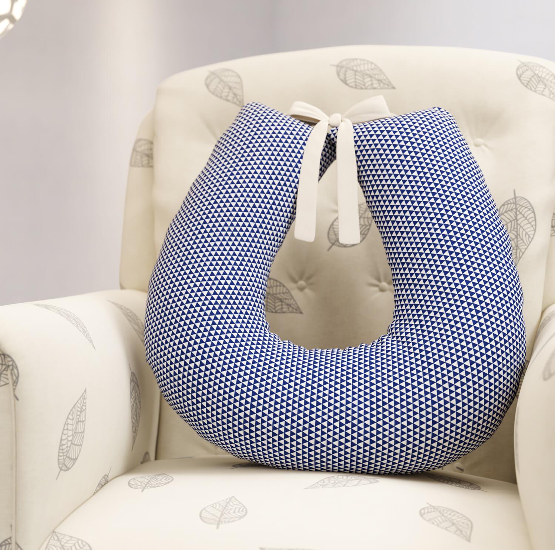almofada-de-amamentacao-com-estampa-geometrica-azul-marinho