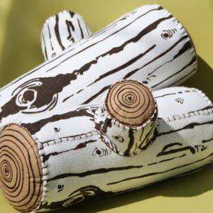 almofada-de-rolinho-em-formato-de-tronco