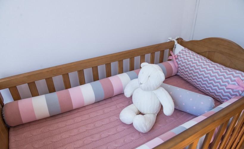 kit berço de tricô rosa com cinza