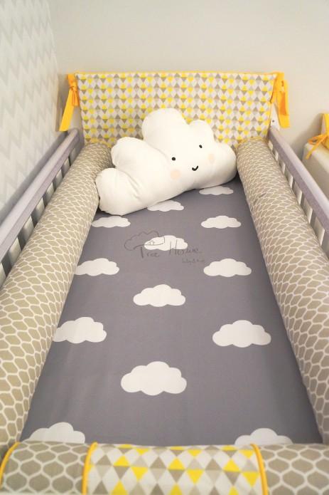 kit berço amarelo com lençol de nuvem